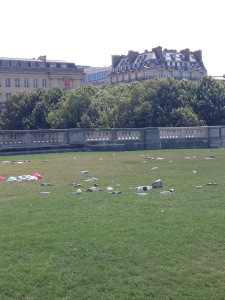 littering Paris